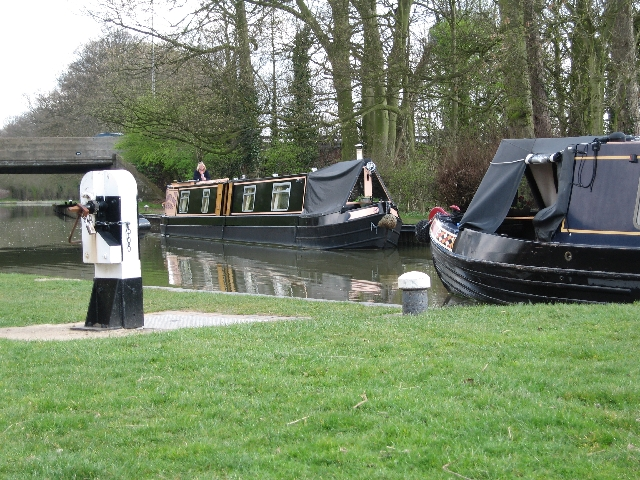 Waiting to descend through the Watford Locks